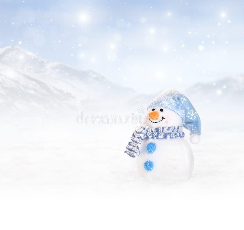 Fond d'hiver avec le bonhomme de neige photographie stock