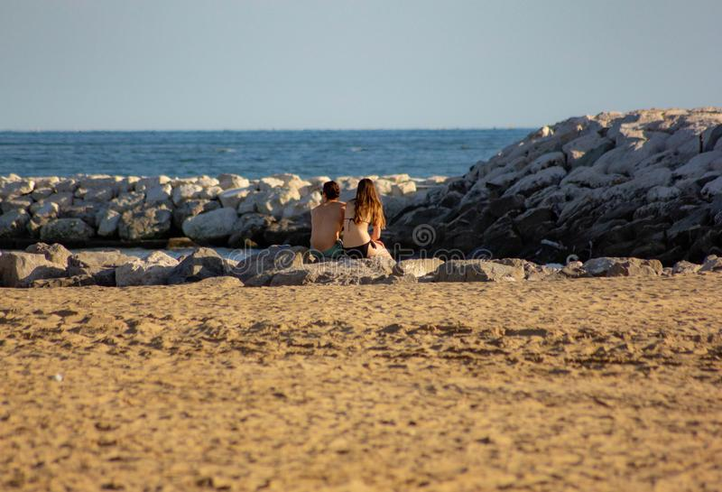 Fond d'?t? photo modifiée avec la saturation de la plage et mer avec l'umbrellon photos libres de droits