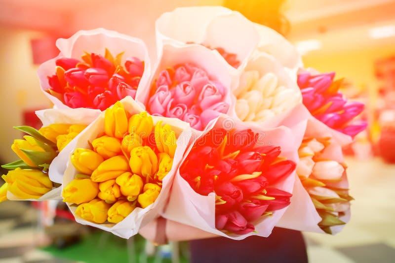 Fond d'un bouquet des tulipes de fleurs photos libres de droits