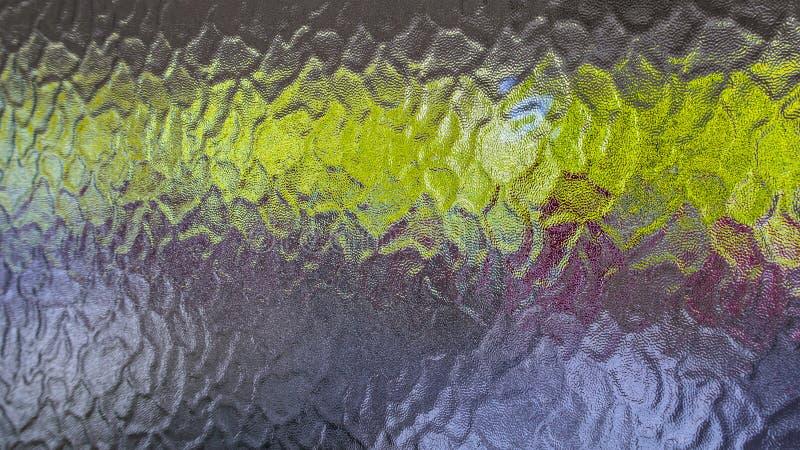 Fond d'un détail de verre opaque avec une bande horizontale verte photographie stock libre de droits
