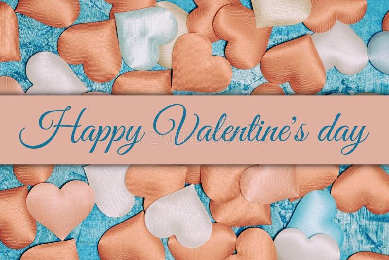 Fond d'un grand nombre de coeurs rouges et roses Jour heureux du ` s de Valentine d'inscription photographie stock libre de droits