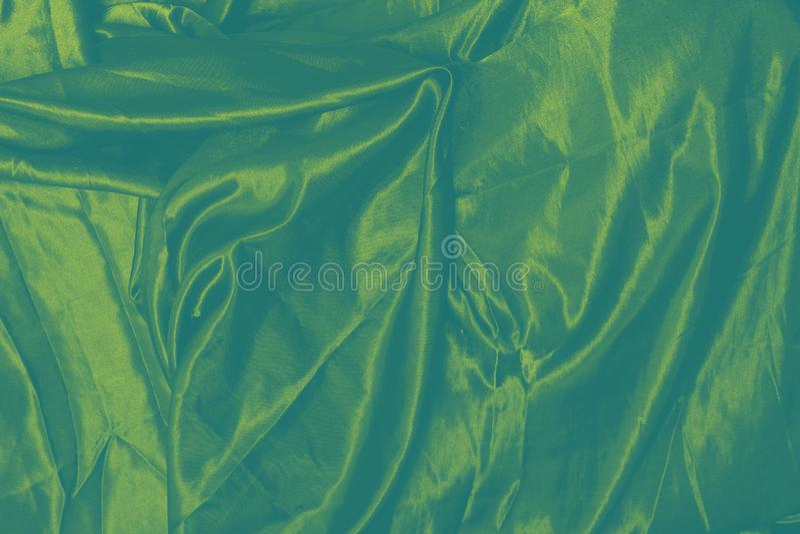 Fond d'or vert de tissu en soie images libres de droits