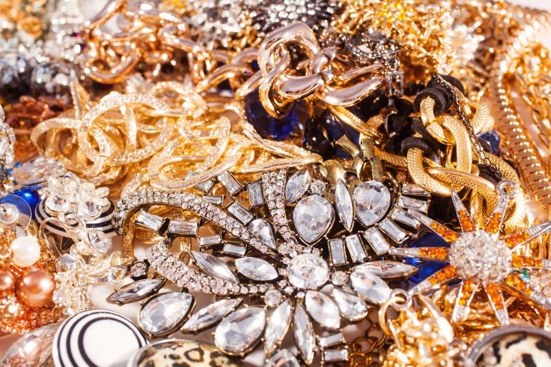 Fond de bijoux d'or blanc et jaune photos stock