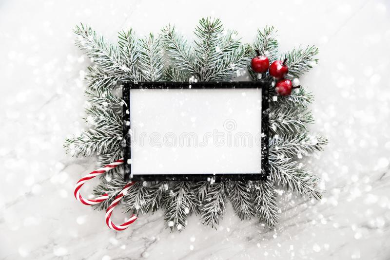 Fond de cadre de Noël avec l'arbre de Noël et les décorations de Noël Carte de voeux de Joyeux Noël, bannière photo stock