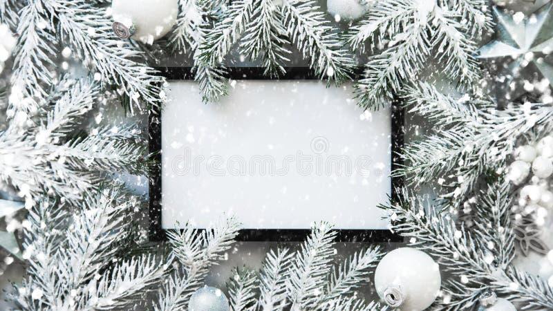 Fond de cadre de Noël avec l'arbre de Noël et les décorations de Noël Carte de voeux de Joyeux Noël, bannière Thème de vacances d photos stock