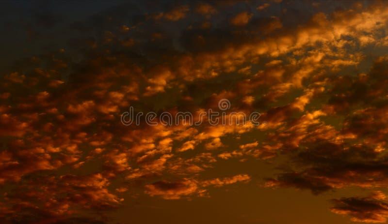 Fond de ciel avec des nuages photos stock