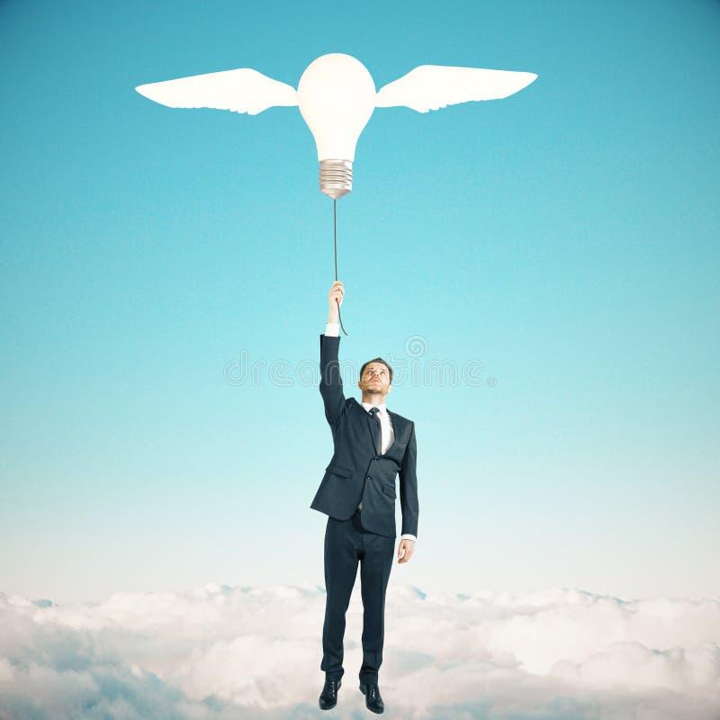 Fond de ciel d'ampoule de concept d'idée images stock