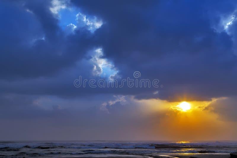 Fond de ciel de coucher du soleil de nuage image libre de droits