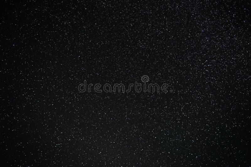 Fond de ciel nocturne étoilé grisonnant et bleu photographie stock libre de droits