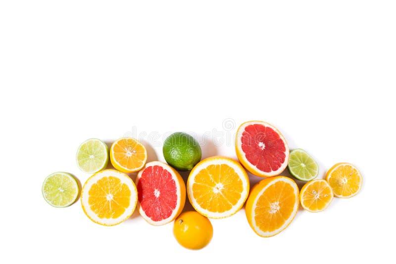 Fond de citron Agrumes frais assortis D'isolement photo stock