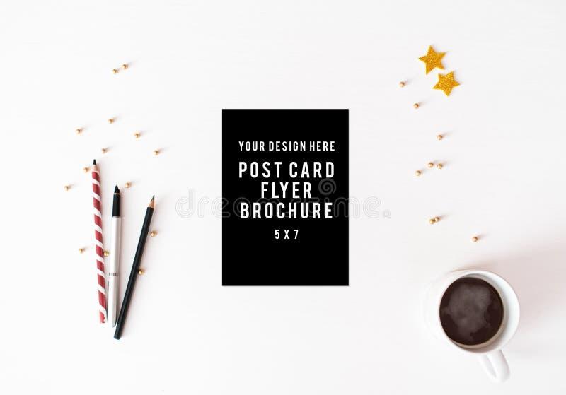 Fond de composition en Noël d'insecte de carte postale de journal intime papier peint, décorations, ornements sur le fond blanc image libre de droits