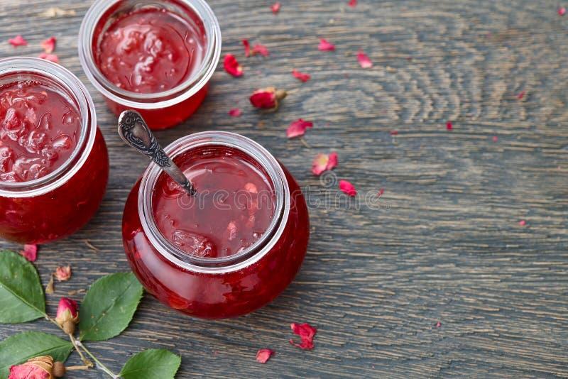 Fond de confiture de pétales de rose image libre de droits