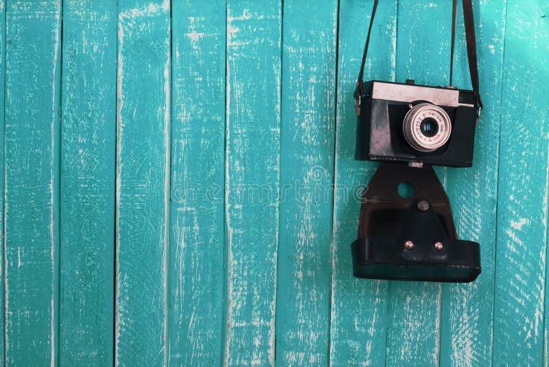 Fond de contexte et appareil-photo en bois bleus de vintage images stock