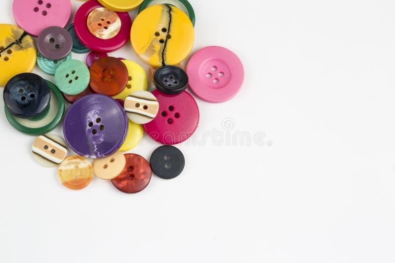 Fond de couture de boutons Boutons de couture colorés photo stock