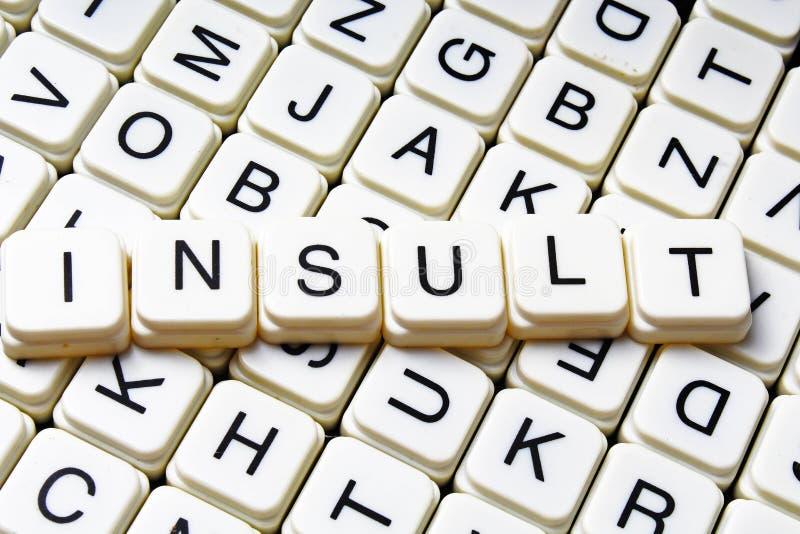 Fond de couverture de label de légende de titre de mots croisé de mot des textes d'insulte Blocs de jouet de lettre d'alphabet Le images stock