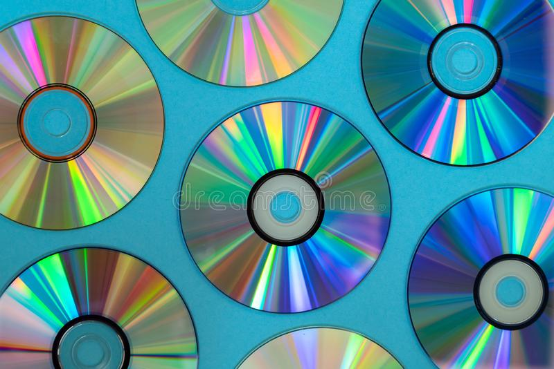 Fond de disque de CD ou de DVD de cru, vieux disques de cercle utilisés pour le stockage de données, films de part et musique photo stock