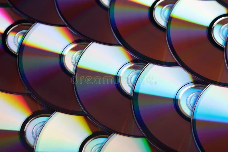 Fond de disques compacts Plusieurs disques cd de Blu-ray de dvd Stockage de données numériques enregistrable ou réinscriptible op photo libre de droits