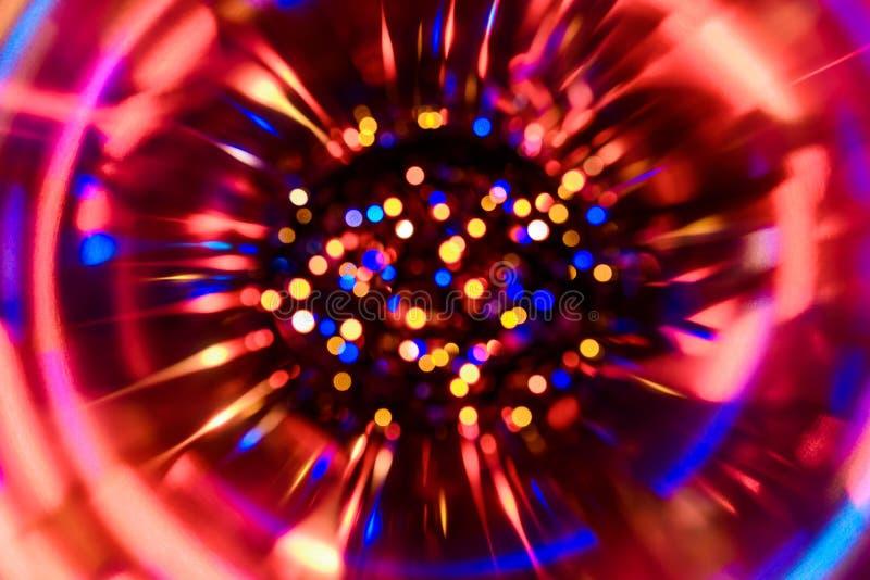 Fond de fête abstrait avec les lumières defocused de bokeh réaliste de photo L'atmosphère de Noël brillant dans l'espace images libres de droits