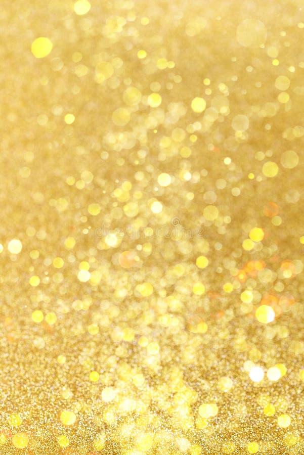 Fond de f?te de No?l d'or Le r?sum? a scintill? fond lumineux avec les lumi?res d'or defocused de bokeh photographie stock libre de droits