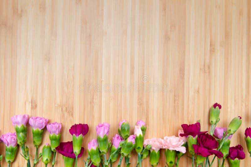 Fond de fleur et en bois image stock