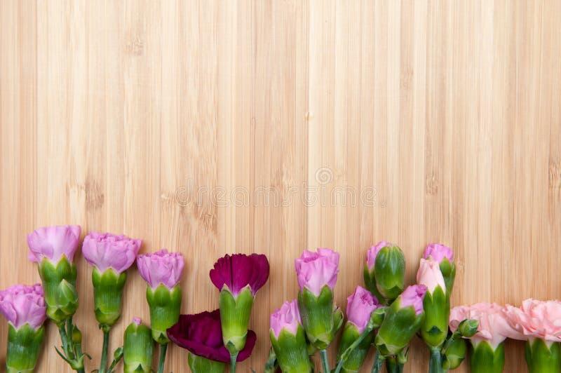 Fond de fleur et en bois photographie stock libre de droits