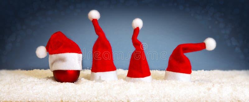 Fond de Grey Christmas avec des chapeaux de Santa image stock