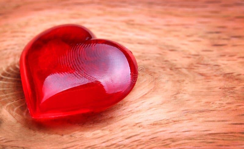Fond de jour de valentines. Coeurs sur en bois photo stock