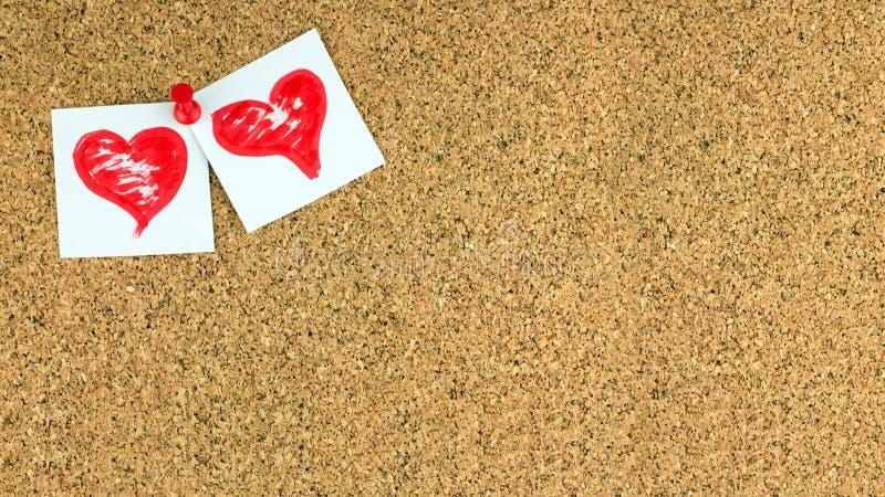 Fond de jour de valentines avec deux coeurs rouges sur le blanc par morceaux de papier au conner supérieur gauche du conseil de b photo stock