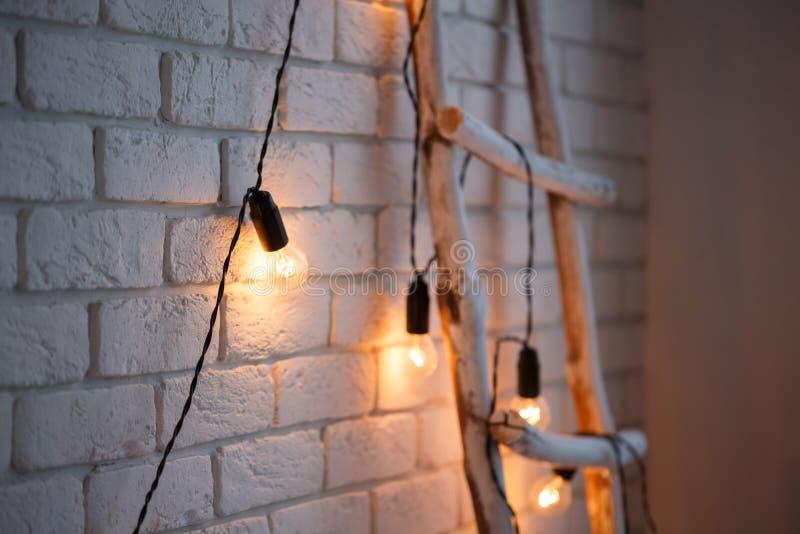 Fond de Joyeux Noël et de mur de briques de nouvelle année décor blanc Style de grenier photos libres de droits