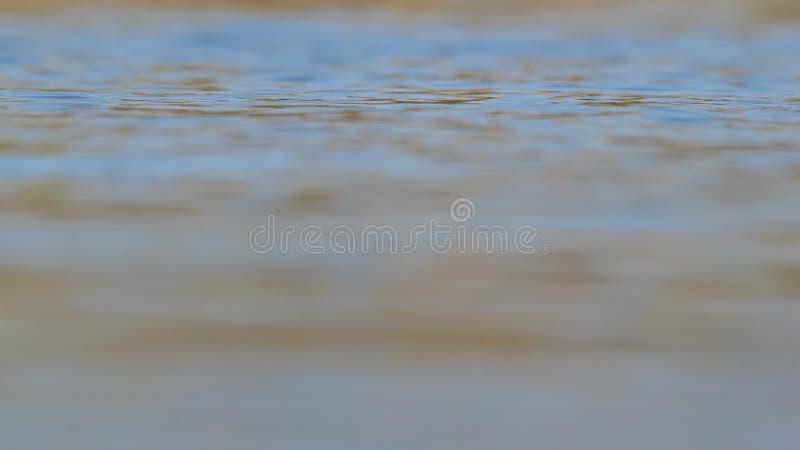 Fond de l'eau bleue - bonheur de paix et d'ondulations colorées image libre de droits