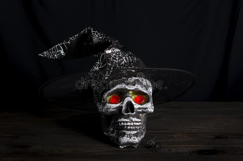 Fond de l'encore-vie de Halloween avec le crâne photo libre de droits