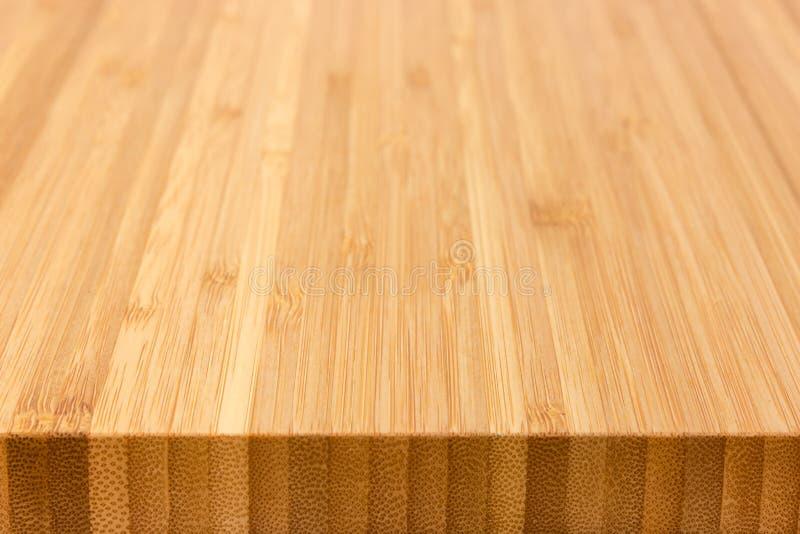 Fond de la planche à découper en bambou au foyer sélectif photos stock