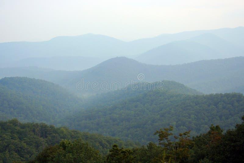 Fond de montagne photos stock