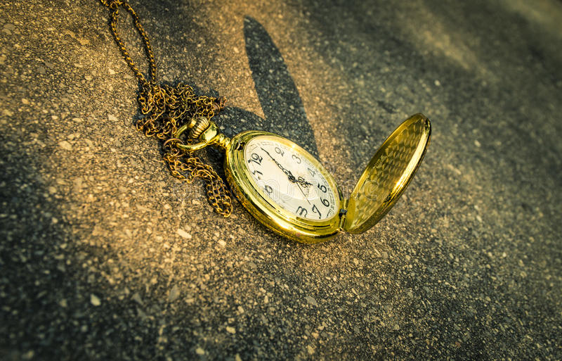 Fond de montre de poche de concept de date-butoir photo libre de droits