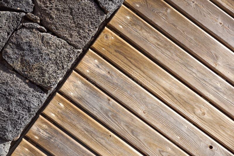 Fond de mur en pierre mur en pierre et en bois, texture en bois comme fond Mur en bois de fond images stock