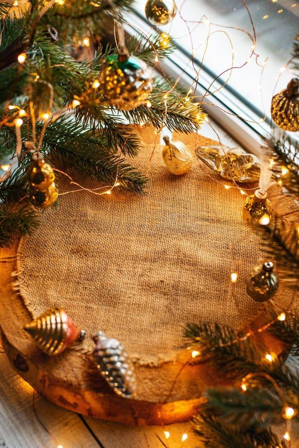 Fond de Noël avec des lumières images stock