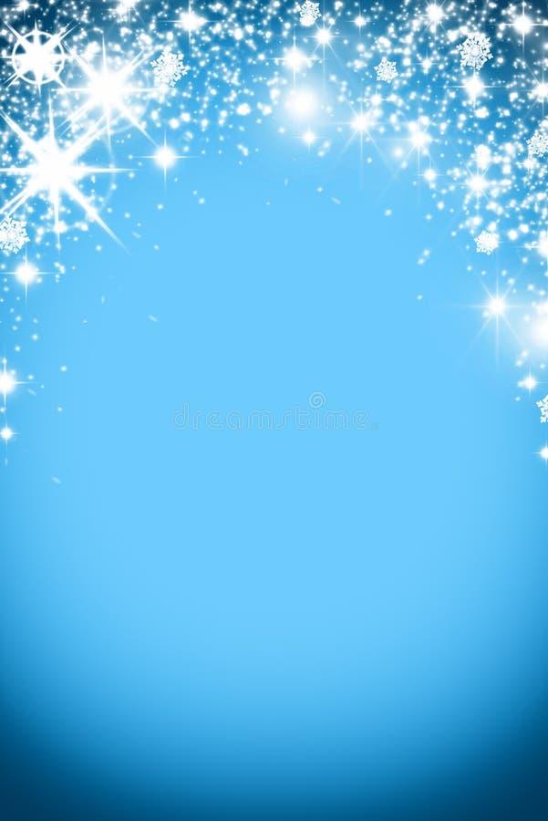 Fond de Noël avec la guirlande lumineuse avec des étoiles, des flocons de neige et l'endroit pour le texte Fond scintillant bleu  photo libre de droits