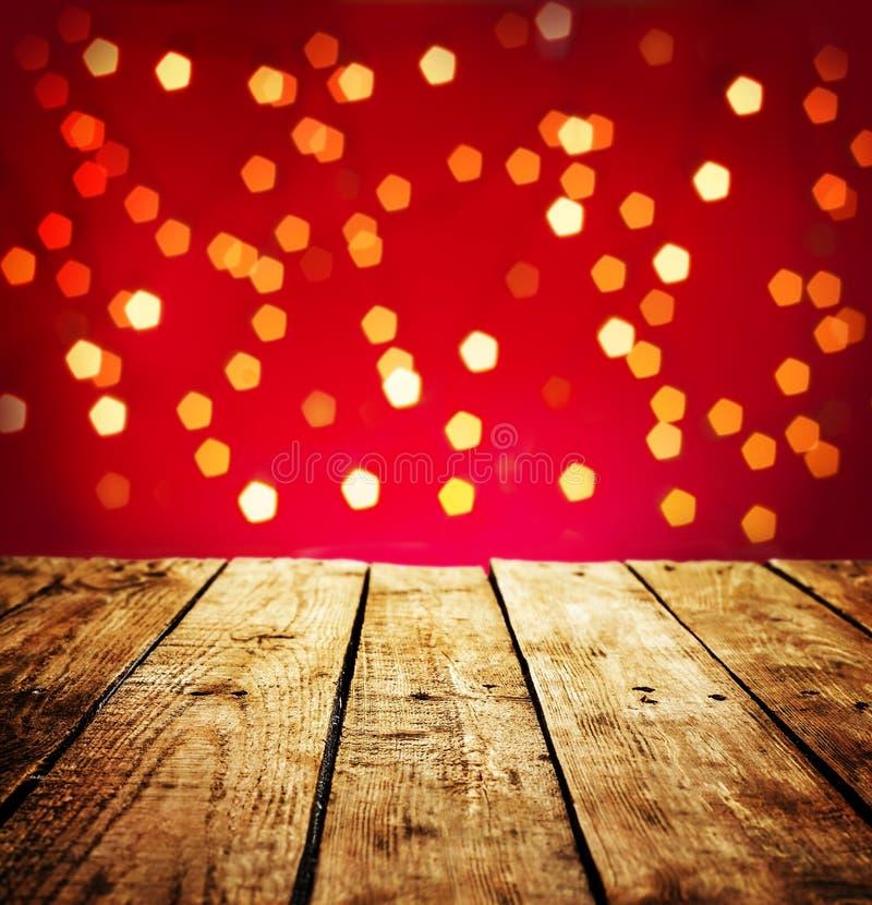 Fond de Noël avec la table en bois dans la perspective image stock