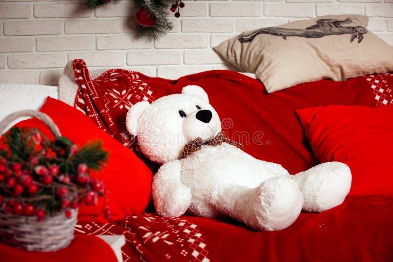 Download Fond De Noël Avec Le Jouet D'ours Blanc Photo stock - Image du blanc, décoration: 77160448