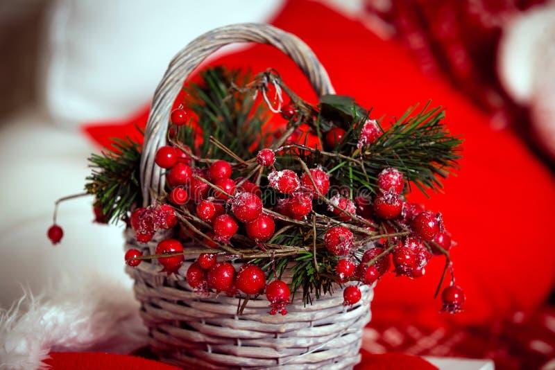 Download Fond De Noël Avec Le Panier De Baie Image stock - Image du composition, festive: 77160541