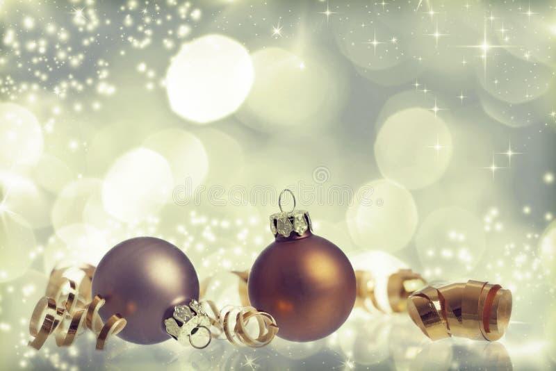 Fond de Noël de vintage avec des boules de Noël photographie stock