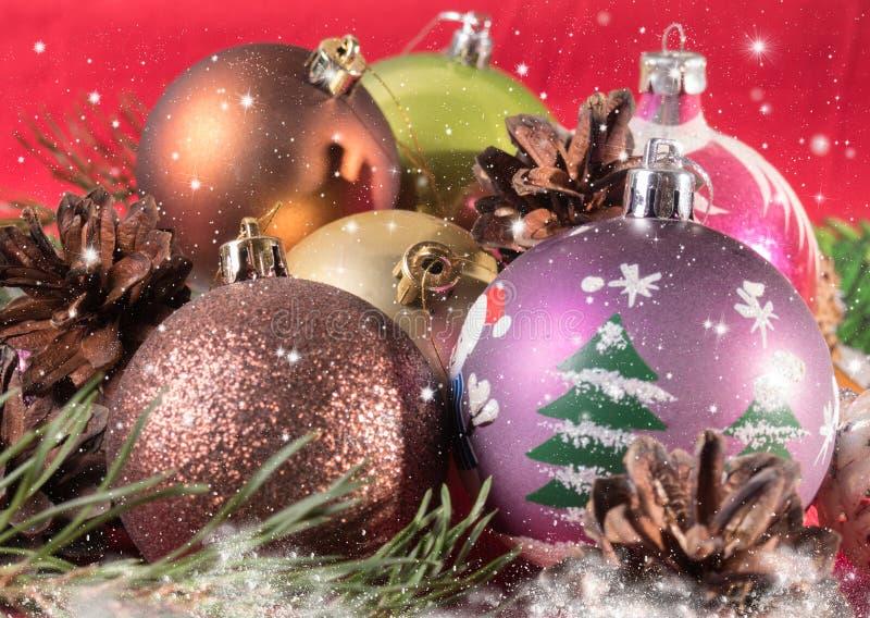 Download Fond De Noël Des Branches De Boules De Noël Et D'arbre De Noël Image stock - Image du lumineux, ornement: 77159807