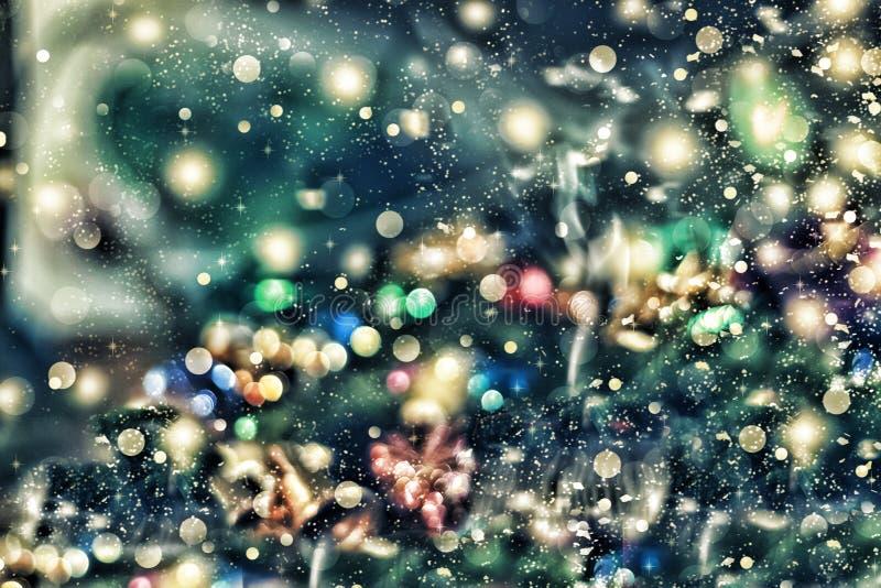 Fond de Noël, Noël Fond féerique magique Tache floue de Bokeh brouillée abrégez le fond photos libres de droits