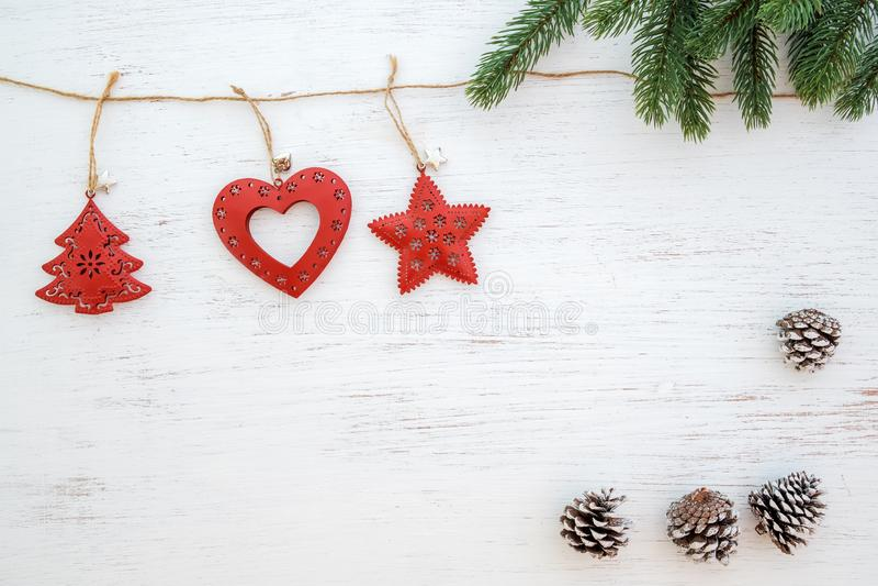 Fond de Noël - feuilles de sapin et éléments rustiques décorant images stock