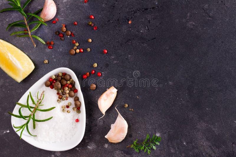 Fond de nourriture avec des épices image libre de droits