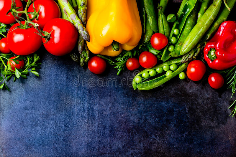 Fond de nourriture avec les légumes organiques frais Vue supérieure photos stock