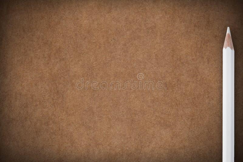 Fond de papier de Brown avec le crayon blanc photos libres de droits