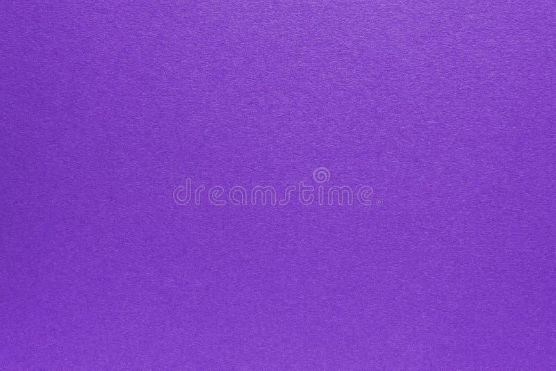 Fond de papier de texture lavé par pourpre Texture de papier réutilisée photos libres de droits