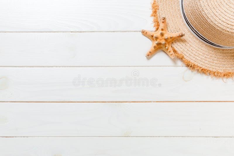 Fond de plage de vacances d'?t? avec le fond en bois blanc de viewon sup?rieur d'accessoires de soins de sant? de voyage, vue sup image libre de droits
