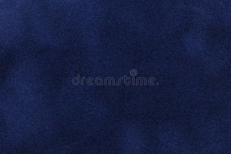 Fond de plan rapproché bleu-foncé de tissu de suède Texture mate de velours de textile de nubuck de bleu marine photographie stock